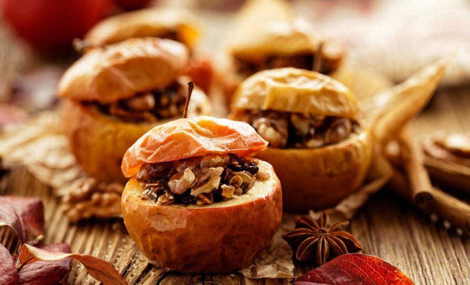 תפוחים אפויים במילוי צימוקים, אגוזי מלך וקינמון