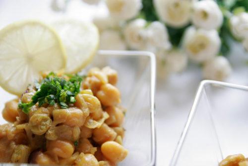 תבשיל חומוס, בצל וצימוקים