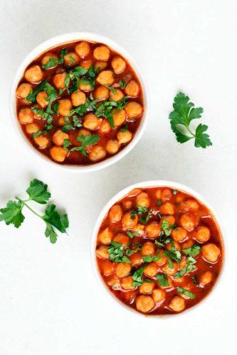 גרגירי חומוס ברוטב עגבניות