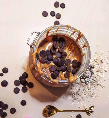 פודינג שיבולת שועל עם חמאת בוטנים ושוקולד