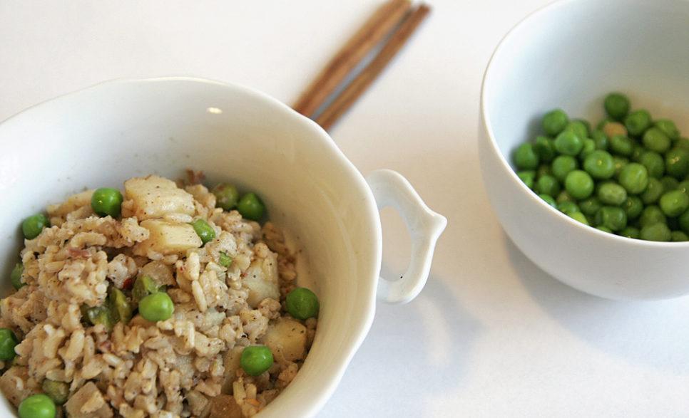 אורז בקינמון עם אפונה ותפוחי אדמה