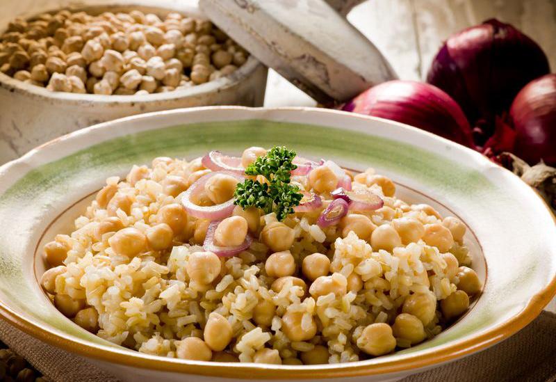 אורז עם גרגרי חומוס וזיתים