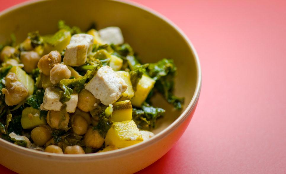 חומוס וטופו מוקפצים עם ירקות