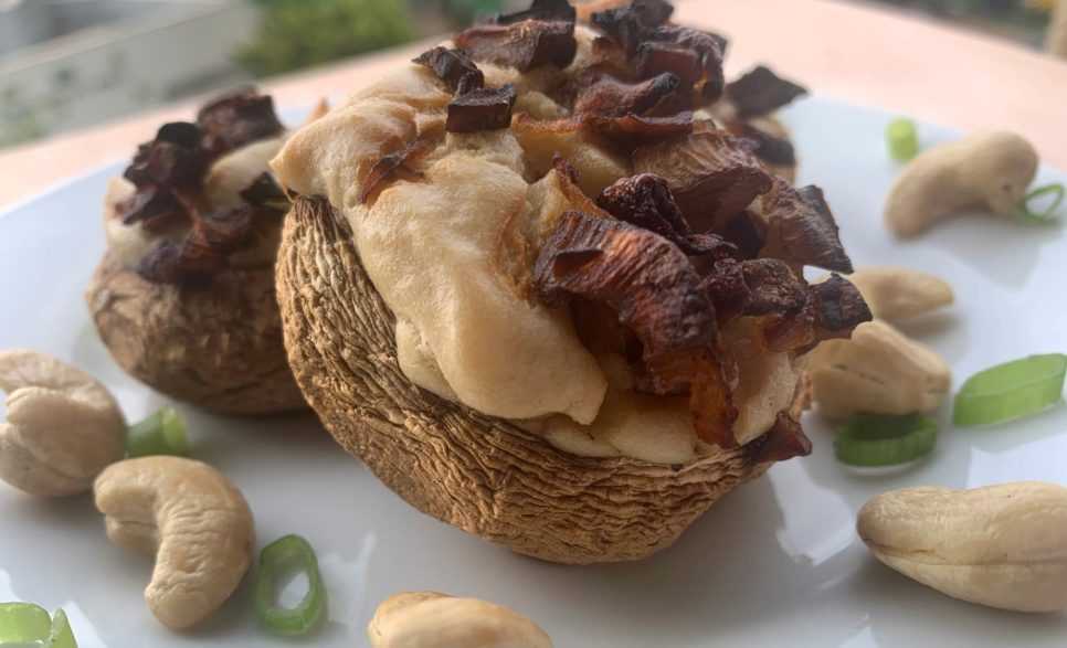 פטריות ממולאות ברוטב קרם קשיו
