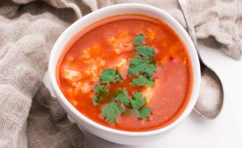 מרק עגבניות עם אורז ועדשים