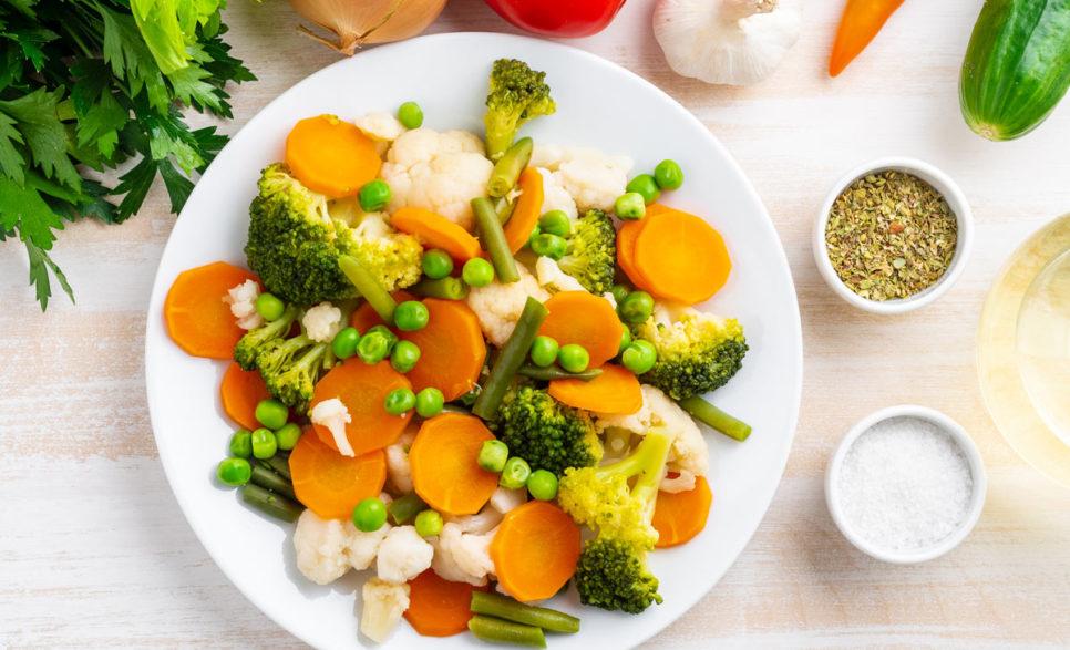 ירקות מעורבים בזרעי חרדל וכמון